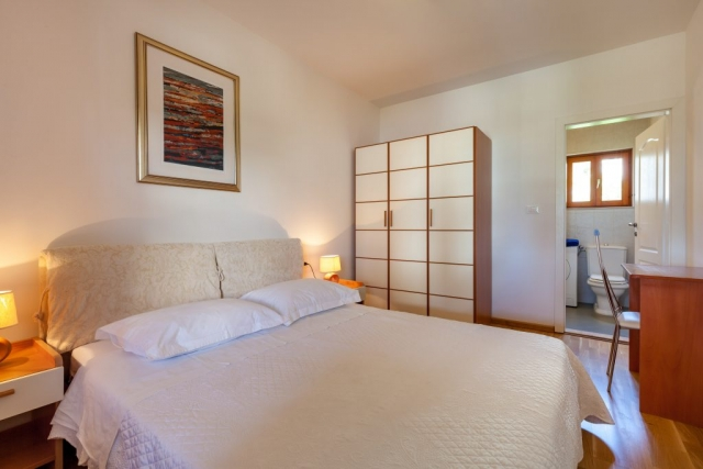 Double-bedded suite room